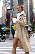 JOSEPHINE SKRIVER Filming Maybelline Commercial in New York 08/17/2020