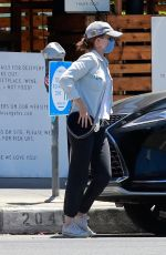 KATE MARA Pick Up a Take Out Order in Los Feliz 08/09/2020