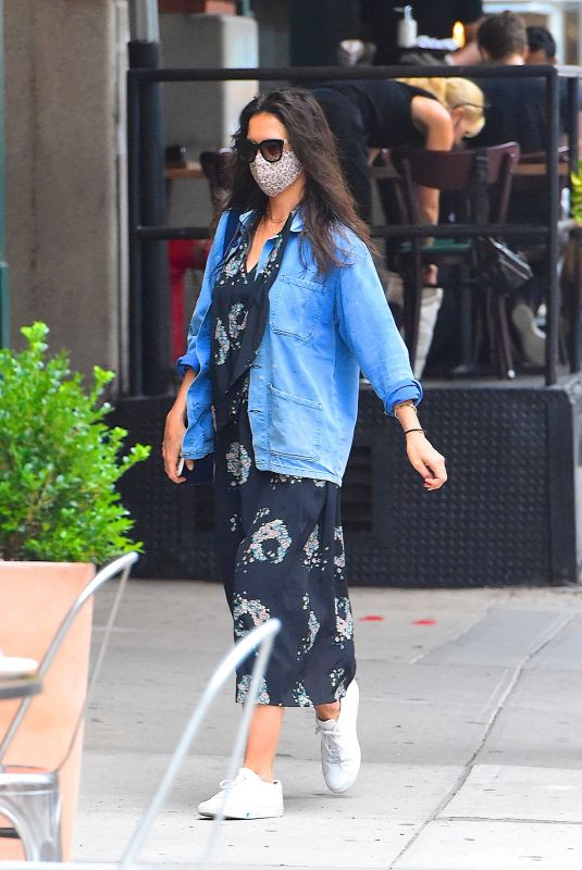 KATIE HOLMES Out for Dinner in New York 08/14/2020