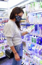 KATIE HOLMES Shopping for Face Lotion in New York 08/04/2020