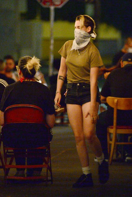 KRSITEN STEWART Out for Dinner with Friends in Los Angeles 08/23/2020