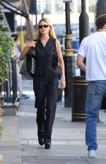 NICOLE PELTZ Show £350,000 Engagement Ring Out in London 07/30/2020
