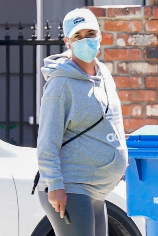 Pregnant KATY PERRY Wearing a Mask Out in Los Angeles 08/11/2020