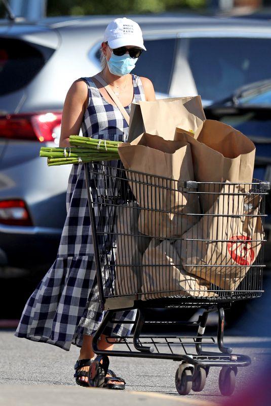 SCARLETT JOHANSSON Out Shopping in New York 08/26/2020