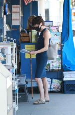 SELMA BLAIR Wearing a Mask at a Newsstand in Los Angeles 08/14/2020