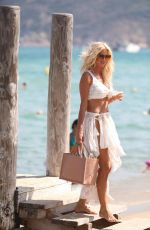 VICTORIA SILVSTEDT Out and About in Saint-tropez 08/01/2020