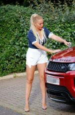 AISLEYNE HORGAN WALLACE Has an Incident with Her Car in London 09/09/2020