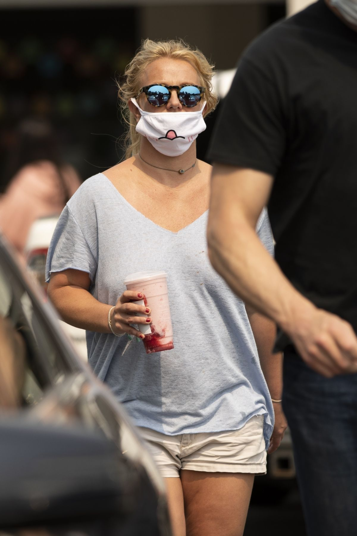 BRITNEY SPEARS Wearing a Mask Out in Calabasas 09/08/2020 ...
