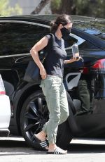 COURTENEY COX Leaves a Doctor