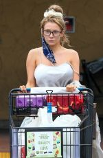COURTNEY STODDEN Shopping at Albertsons in Palm Springs 08/31/2020