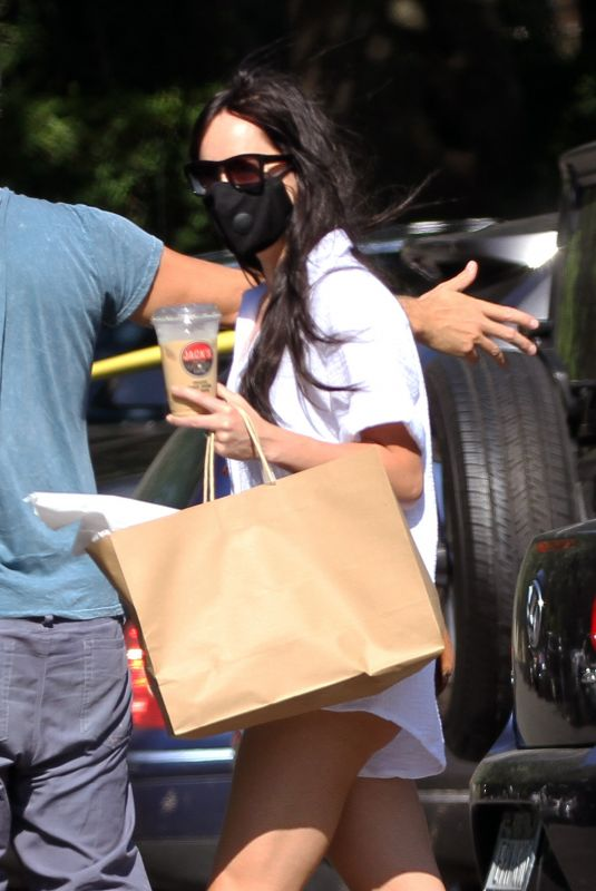 DAKOTA JOHNSON and Chris Martin Out Shopping in New York 09/07/2020