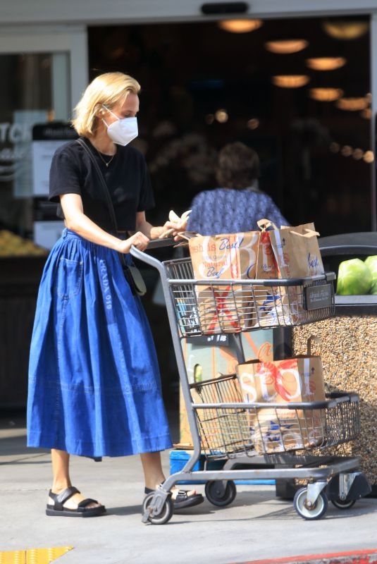 DIANE KRUGER Out Shopping in Los Angeles 09/16/2020