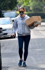 JENNIFER GARNER Leaves a Post Office in Brentwood 09/17/2020