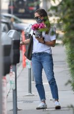 JENNIFER GARNER Out with Bouquet of Flowers in Brentwood 09/14/2020