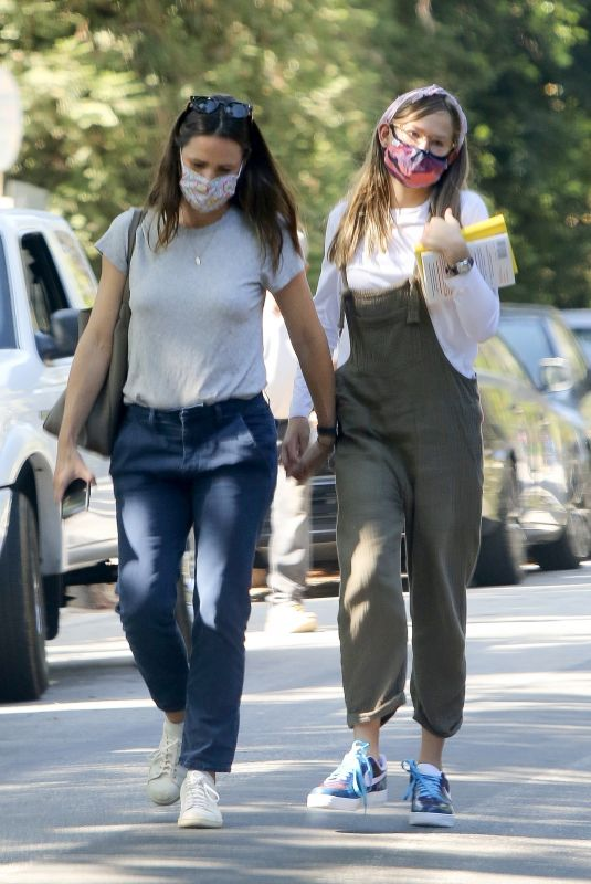 JENNIFER GARNER Out with Her Daughter in Los Angeles 09/22/2020