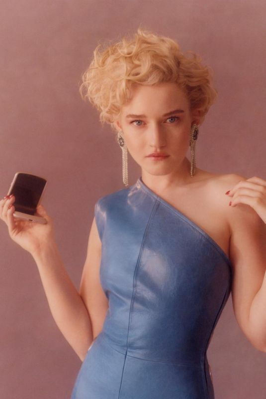 JULIA GARNER for Motorola Campaign 09/09/2020