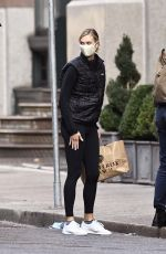 KARLIE KLOSS Arrives at Her Home in New York 09/25/2020