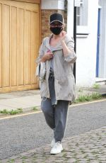 KYLIE MINOGUE Out and About in London 09/08/2020