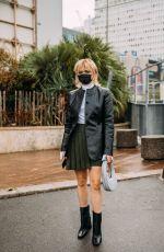 MAISIE WILLIAMS Arrives at Coperni Womenswear Spring/Summer 2021 Show at Paris Fashion Week 09/29/2020