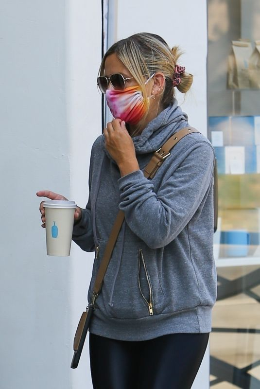 SARAH MICHELLE GELLAR Out for Coffee in Brentwood 09/04/2020