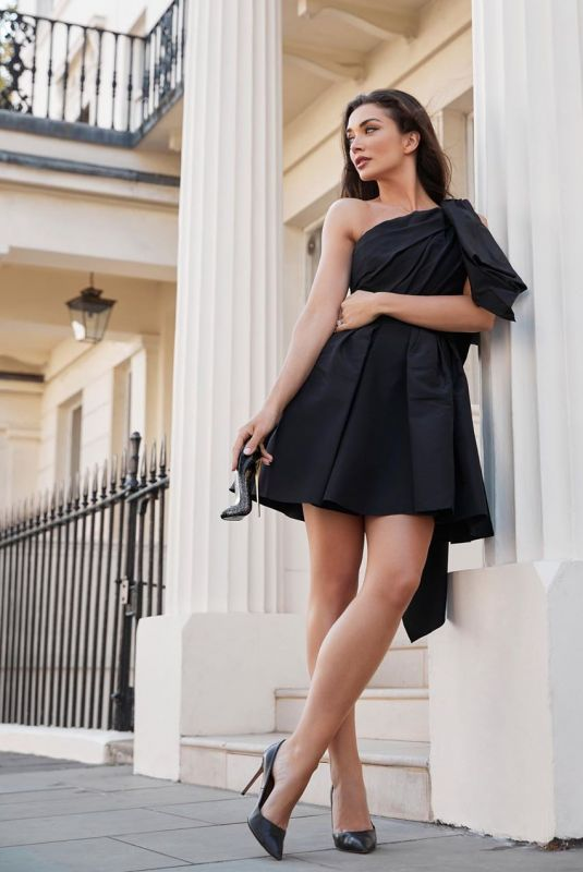 AMY JACKSON for Good Girl Supreme Perfume from Carolina Herrera