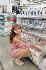 BLANCA BLANCO Shopping at Bed Bath & Beyond in Los Angeles 10/13/2020