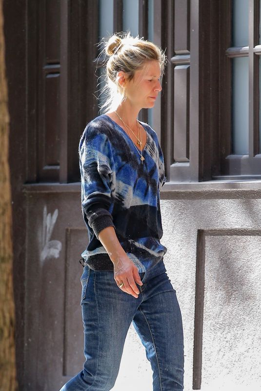 CLAIRE DANES Out Shopping in New York 10/08/2020
