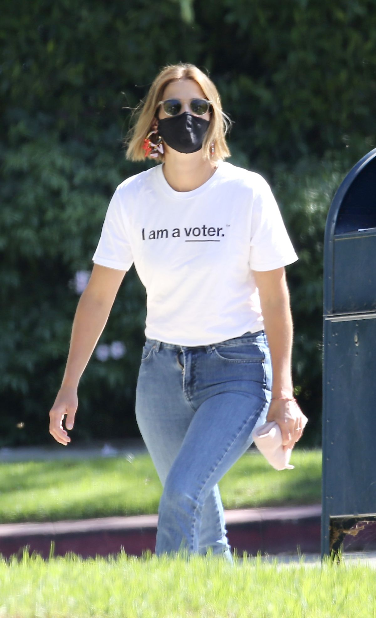 Cobie Smulders Out Voting In Los Angeles 10 14 2020 Hawtcelebs