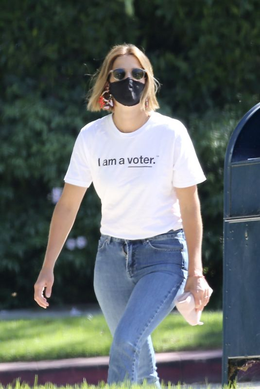 COBIE SMULDERS Out Voting in Los Angeles 10/14/2020