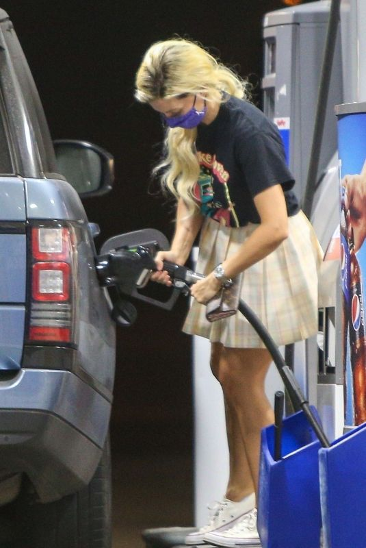 HOLLY MADISON at a Gas Station in Malibu 10/04/2020