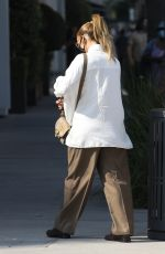 JENNIFER LOPEZ Shopping on Rodeo Drive in Beverly Hills 10/17/2020