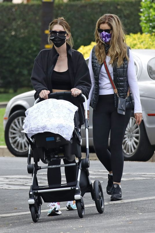 KATHERINE SCHWARZENEGGER and MARIA SHRIVER Out in Los ANgeles 10/10/2020