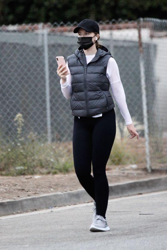 KATHERINE SCHWARZENEGGER Out in Santa Monica 10/28/2020