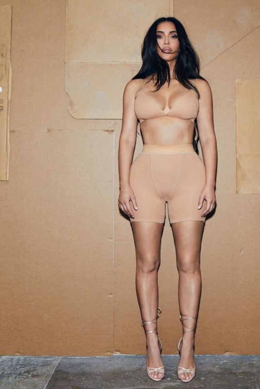 KIM KARDASHIAN for Sims 08/26/2020