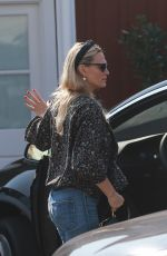 MOLLY SIMS at Brentwood Country Mart 10/17/2020
