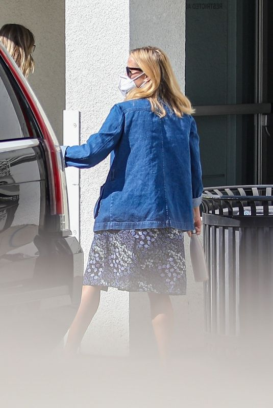 REESE WITHERSPOON Arrives at Sony Studios in Culver City 10/06/2020