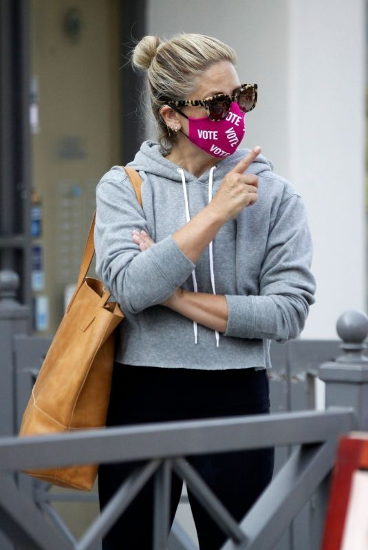 SARAH MICHELLE GELLAR Wearing a Vote Mask Out in Los Angeles 10/04/2020