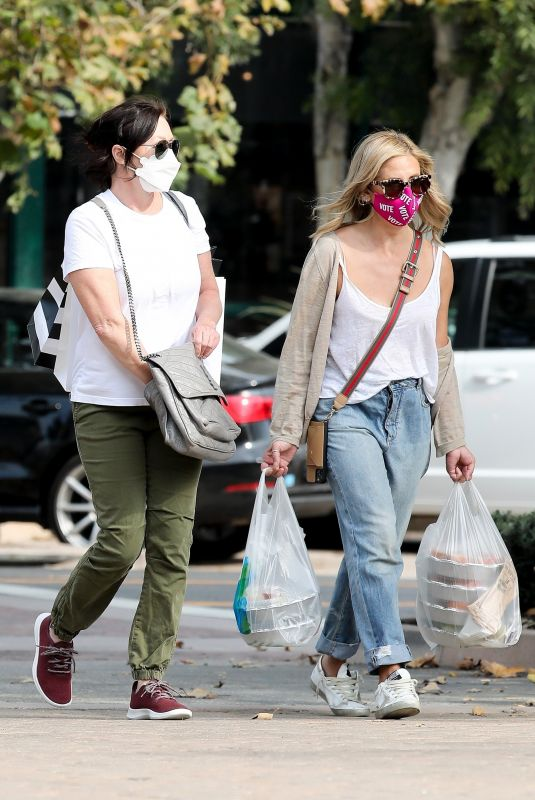 SHANNEN DOHERTY and SARAH MICHELLE GELLAR Shopping at Malibu Country Mart 10/05/2020