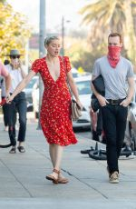 AMBER HEARD Shopping at a Farmers Market in Los Angeles 11/22/2020