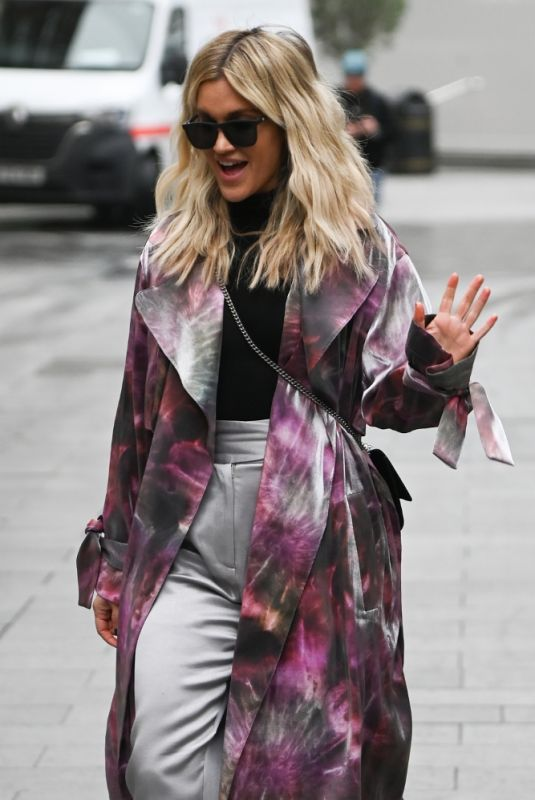 ASHLEY ROBERTS Leaves Heart FM in London 11/30/2020