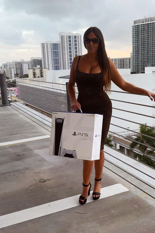 CLAUDIA ROMANI Out Shopping in Miami Beach 11/19/2020