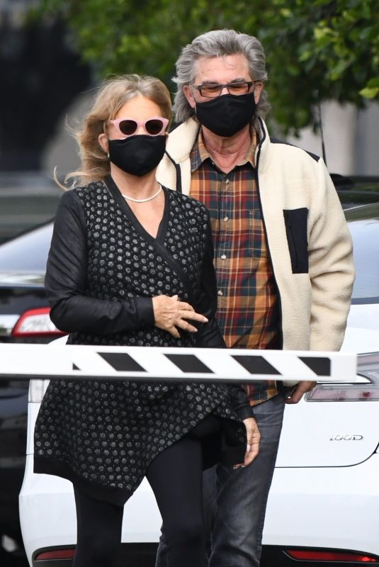 GOLDIE HAWN and Kurt Russell Out for Lunch in Santa Monica 11/19/2020