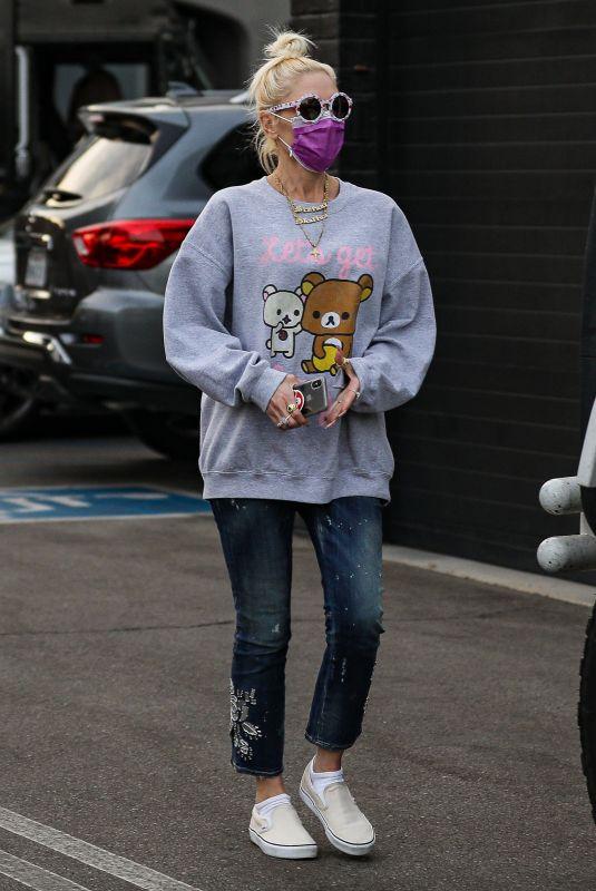 GWEN STEFANI Shopping for at XIV Karats in Beverly Hills 11/20/2020