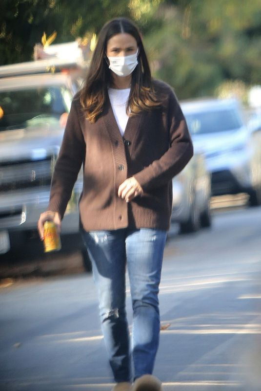 JENNIFER GARNER Out in Los Angeles 11/12/2020