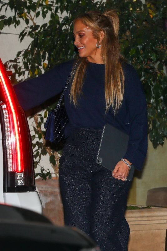 JENNIFER LOPEZ Leaves Sunset Towers Hotel in West Hollywood 11/06/2020