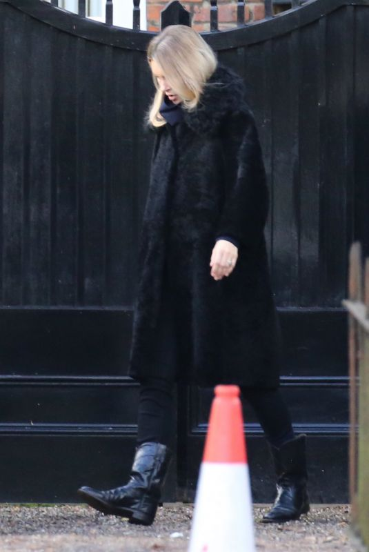 KATE MOSS Leaves Her Home in London 11/13/2020