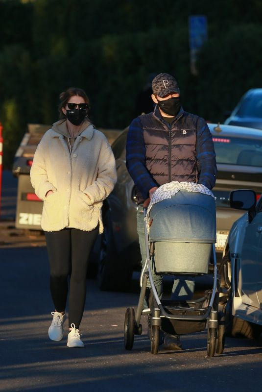 KATHERINE SCHWARZENEGGER and Chris Pratt Out with Their Daughter in Santa Monica 11/10/2020