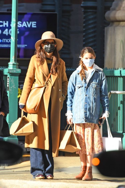 KATIE HOLMES ans SURI CRUISE Out Shopping in New York 11/20/2020