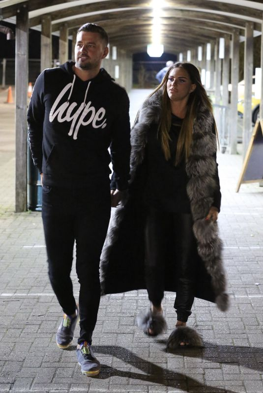 KATIE PRICE Out Shopping in Hertfordshire 11/24/2020