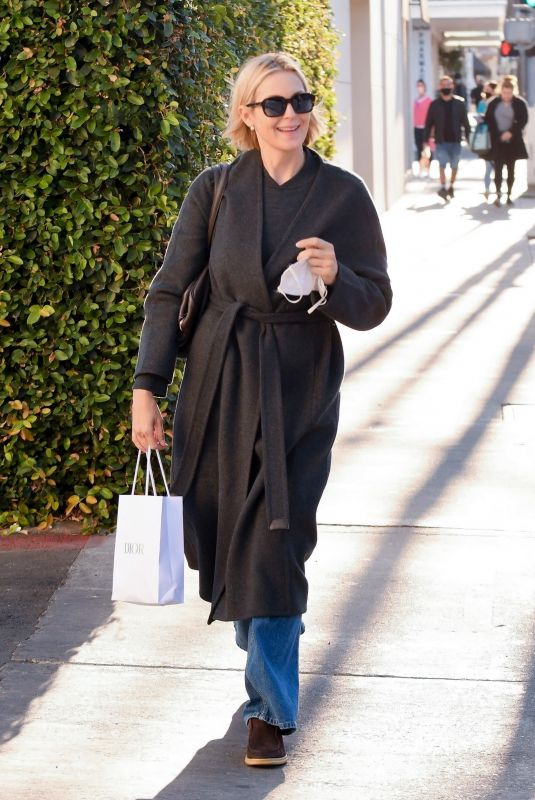 KELLY RUTHERFORD Out for Lunch at Porta Via Restaurant in Beverly Hills 11/10/2020